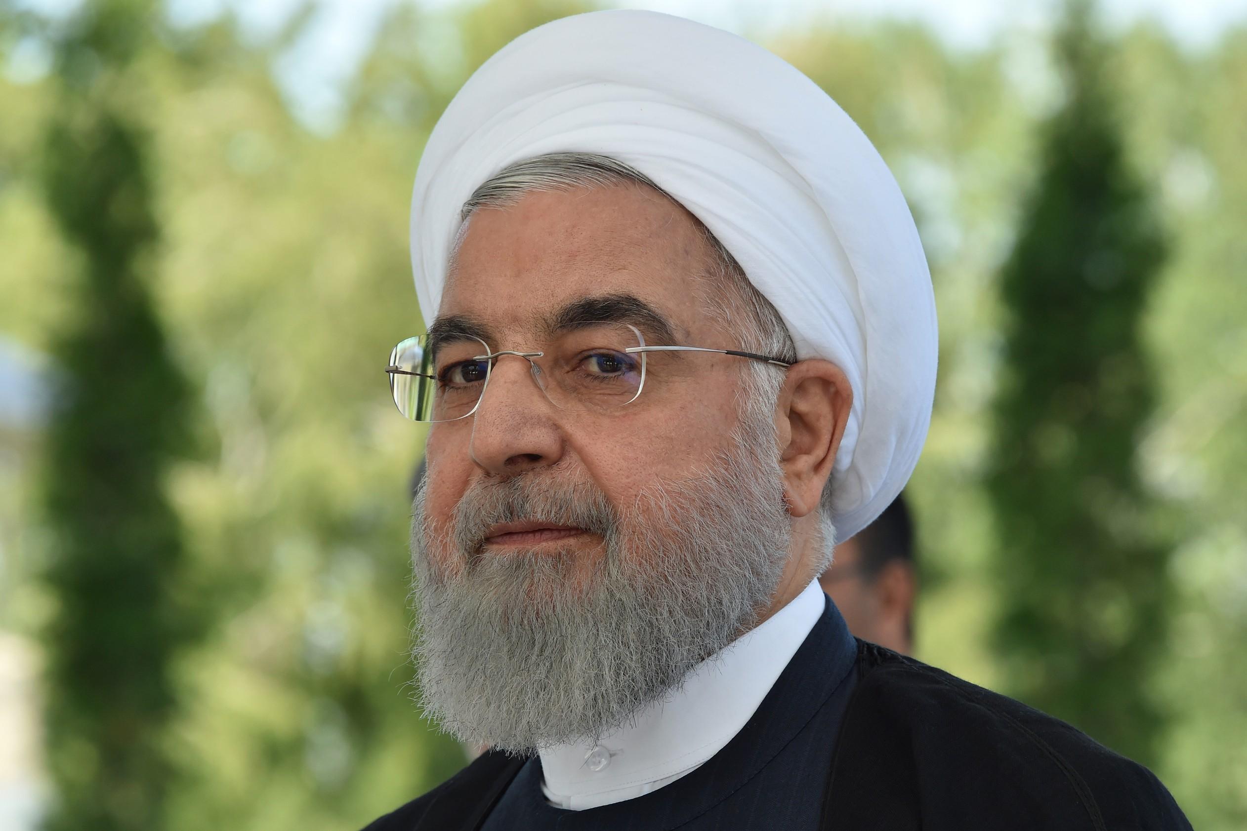 O presidente iraniano, Hassan Rouhani, em encontro com líderes mundiais nesta sexta-feira (14) em Bishkek, no Quirguistão. — Foto: Vyacheslav Oseledko / AFP